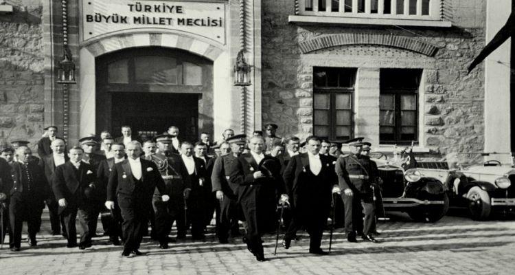 Ankara-Başkent oldu.13.Ekim.1923