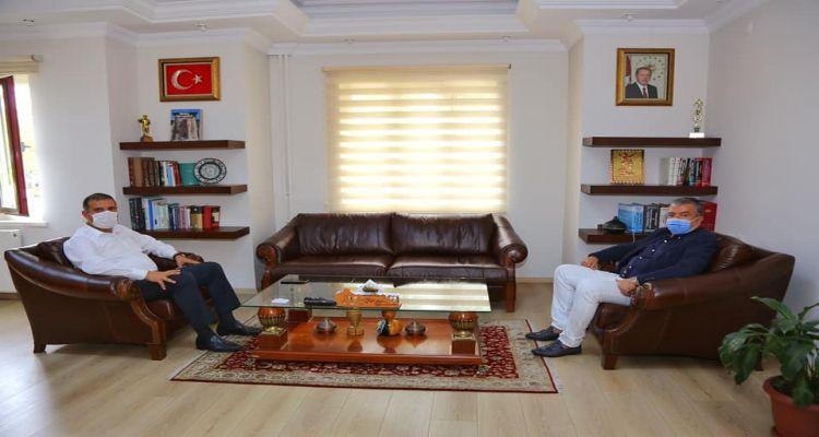 Yönetim Kurulu Başkanımız Mustafa Uslu, Ünye Kaymakamı Ümit Hüseyin Güney'e geçmiş olsun ziyaretinde bulundu.